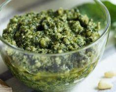 Sauce au pesto allégée : http://www.fourchette-et-bikini.fr/recettes/recettes-minceur/sauce-au-pesto-allegee.html