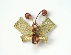 Broche de mariposa. Aurora, Cufflinks, Pattern, Accessories, Ideas, Beading, Bobbin Lacemaking, Bouquets, Places