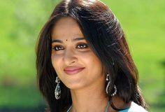Anushka Latest Photos, Anushka Photos, Peacock Dress, Beautiful Girl Image, Beautiful Women, Bollywood Girls, Cute Beauty, Close Up Photos, India Beauty