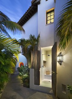 """Cabana bath"" at a beach retreat by Ike Kligerman Barkley Architects."