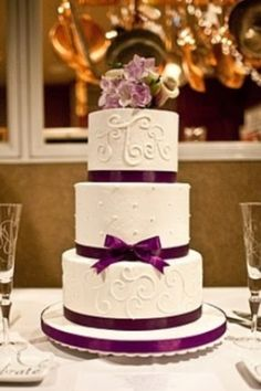 Purple wedding cake cute!
