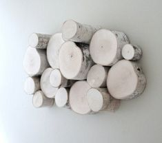 Dekoration von Birkenstamm an der Wand - wood workings Diy Artwork, Kids Wood, Upcycled Crafts, Carpet Flooring, Cat Furniture, Diy Wood Projects, Modern Wall, Wall Design, Wood Art