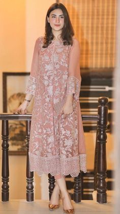 Indian Gowns, Indian Fashion Dresses, Dress Indian Style, Indian Designer Outfits, Pakistani Designer Clothes, Indian Suits, Simple Pakistani Dresses, Pakistani Bridal Dresses, Pakistani Dress Design