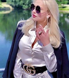 White Satin Blouse, Satin Blouses, Sexy Blouse, Blouse And Skirt, Sexy Outfits, Fashion Outfits, Good Looking Women, Sexy Older Women, Beautiful Blouses