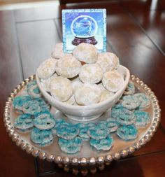 Disney& Frozen Party - Snowball Cookies and Snowflake Snacks Dessert Tower Disney Frozen Party, Disney Princess Party, Frozen Birthday Party, 9th Birthday Parties, 4th Birthday, Birthday Ideas, Snowball Cookies, Cupcakes, Snacks Für Party