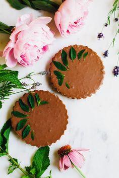 miracle vegan mint chocolate mousse tart! recipe via willfrolicforfood.com