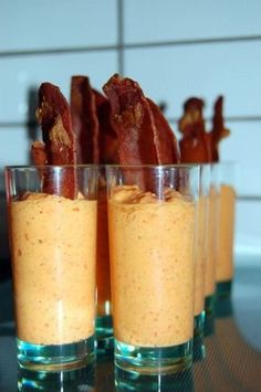 Verrine of pepper and grilled pancetta – 30 easy-to-make aperitif recipes – 30 easy recipes for a successful aperitif! Tapas, Cooking Time, Cooking Recipes, Cooking Tools, Fingers Food, Buffets, Appetisers, Antipasto, Tapenade