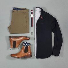 Oxford Shirt: @superdryglobal T-Shirt: @riverisland Trousers: @zara Shoes: @baselondonshoes Socks: @flagrantfeet Watch: @danielwellington