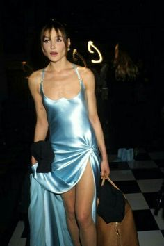 Bruni attends the Versace High Fashion Show at the Ritz Hotel. Nineties nostalgia! Carla Bruni attends the Versace High Fashion Show at the Ritz Paris on January nostalgia! Carla Bruni attends the Versace High Fashion Show at the Ritz Paris on January Couture Fashion, 90s Fashion, Runway Fashion, Fashion Models, High Fashion, Fashion Show, Vintage Fashion, Fashion Outfits, Versace Fashion