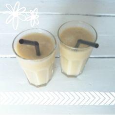 Smoothie van appel en peer. Hierbij het recept! 4 conference peren 2 zoete appels 1 bevroren banaan 1 glas kokoswater Doe alle ingrediënten in de blender en mix al...