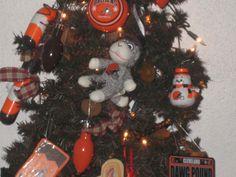 b Christmas Wreaths, Christmas Tree, Christmas Ornaments, Go Browns, Halloween, Holiday Decor, Home Decor, Teal Christmas Tree, Decoration Home