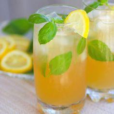 Super Simple Caprese Salad - A Southern Soul Flavored Lemonade, Homemade Lemonade Recipes, Summer Drink Recipes, Summer Drinks, Cocktail Recipes, Cocktail Ginger Ale, Bourbon, Strawberry Basil Lemonade, Hot Dog Chili
