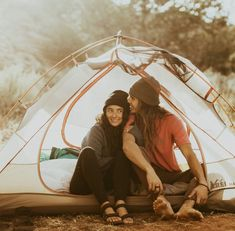 Cute Engagement Photo Shoot Ideas That'll To Melt Your Heart 1 - Fab Mood Formal Engagement Photos, Engagement Photo Poses, Engagement Pictures, Engagement Shoots, Engagement Ideas, Camping Photography, Couple Photography, Wedding Colours, Wedding Themes