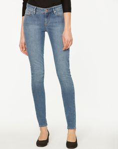 Tilly Slim Fit Jeans Vintage Blue Washed aus Bio-Baumwolle #vegan #veganemode #fairfashion Ethical Fashion, Slim Fit, Skinny Jeans, Denim, Fitness, Pants, Fun, Vintage, Shopping