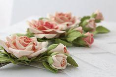 Capelli clip fiore artificiale. crema rosa con di FloraAkkerman
