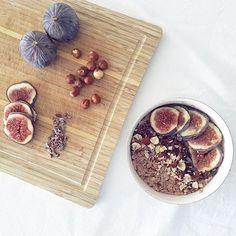 Yesterday's breakfast ❤   #fitnutuae #uaehealthmovement #uaefitnessmovement #poteinoats #protein #oats #whey #wheyprotein #cellucor #moltenchocolate #chocolate #hazelnut #cacaonibs #raw #sportercom #beasporter #figs #breakfast #balanceddiet #nutrition #health #myabudhabi