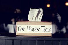 #tipvandeweek gebruik pakpapier om een tissuedoos in te pakken en gebruik deze tekst! #forhappytears #ceremonie