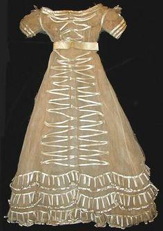 1820, Hochzeitskleid aus Tüll und Seide(-natlas?), Finnland