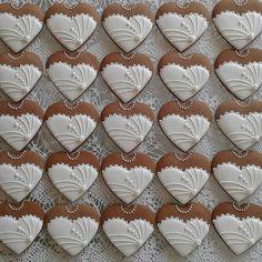 @mariakozsla Wedding cookies Esküvői lázban❤❤❤ ... .. .. #gingerbread #weddingcookies #heartscookies #weddings #weddingtimes #sugarcookies #sugarart #royalicing #white… Sugar Cookie Icing, Sugar Frosting, Royal Icing Cookies, Sugar Cookies, Fancy Cookies, Cut Out Cookies, Holiday Cookies, Macaron Cookies, Cupcake Cookies