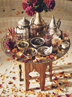 Frozen Party: how to organize, what to serve and decorating photos - Home Fashion Trend Moroccan Decor Living Room, Morrocan Decor, Moroccan Table, Moroccan Party Food, Haft Seen, Deco Boheme Chic, Henna Party, Moroccan Wedding, Ramadan Decorations
