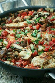 Salteado de champiñones, pollo, tomate y pefejil