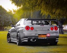 Such an amazing setting for this Nissan Skyline just sitting in the grass..