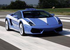 Polizia e supercar. Una delle tre Lamborghini Gallardo della polizia italiana: http://giornalemotori.it/72574/se-la-polizia-mette-il-turbo/