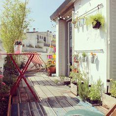 Une jolie terrasse sous les toits. #balcony_decor #balkon_inrichten