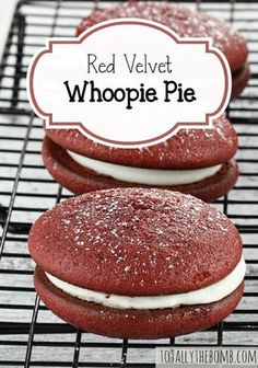 Red Velvet Whoopie Pie These cream-filled Red Velvet Whoopie Pies are light, fluffy, and delightful.<br> These cream-filled Red Velvet Whoopie Pies are light, fluffy, and delightful. Just Desserts, Delicious Desserts, Yummy Food, Macarons, Roast Beef Sliders, Cookie Recipes, Dessert Recipes, Dessert Ideas, Red Velvet Whoopie Pies