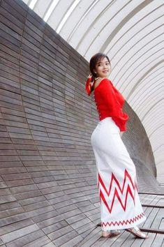 Myanmar Traditional Dress, Traditional Dresses, Arab Fashion, Girl Fashion, Long Dress Fashion, Burmese Girls, Myanmar Women, Asian Model Girl, Beautiful Asian Women