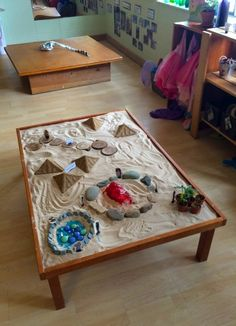 Examples of ways to make rooms feel earthy and grounded for kids. Boulder Journey School - Fairy Dust Teaching another great art center for kindergarten Reggio Inspired Classrooms, Reggio Classroom, Preschool Classroom, Classroom Decor, Classroom Furniture, Reggio Emilia, Sensory Table, Sensory Play, Sensory Rooms