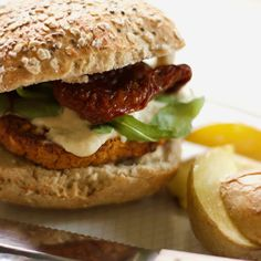 Vegansk linseburger Salmon Burgers, Hamburger, Ethnic Recipes, Food, Salmon Patties, Hamburgers, Meals, Yemek, Burgers