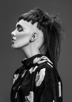 Modern mullet with under-shaved chopped bowl haircut Funky Short Hair, Edgy Hair, Short Hair Styles, Modern Mullet Haircut, Hair Inspo, Hair Inspiration, Creative Haircuts, Estilo Dark, Short Hair