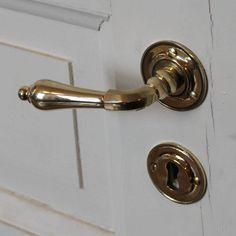 Trycke 1900 (mässing) Wooden Windows, French Doors, My Dream Home, Door Handles, Bro, Colors, House, Wooden Window Boxes, Door Knobs
