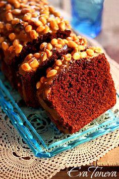 Chocolate cake with caramelized peanuts Eva Toneva nejlepší bulharská fotografka stylistka!!!Miluji její styl.
