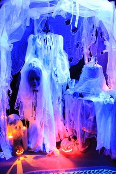 Awesome Uv Blacklight Display Haunted Houses Ghosts Spirit