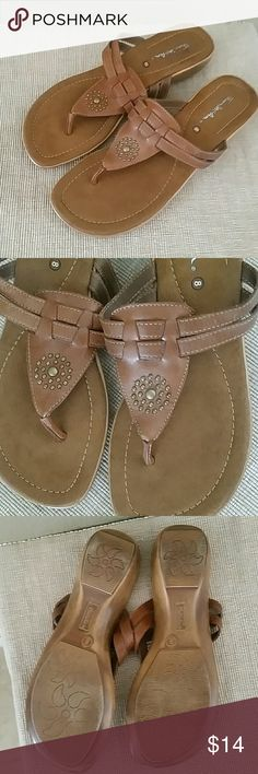 Thom McAn brown leather sandal size 8 Thim McAn brown leather sndals, size 8, 1 1/2 in heel, preowned Thom McAn Shoes Sandals
