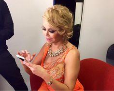 Gisela respondiendo los mensajes de todos sus fans. #ElGranShow