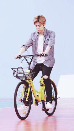 Luhan 鹿晗 w/ ofo city bikes