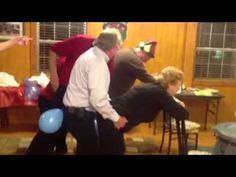 Christmas Party balloon game In this video I will say how to decorate a Baby Shower. Buy flowers with some color related to the theme you have chosen … Office Party Games, Funny Party Games, Wedding Party Games, Holiday Party Games, Adult Party Games, Adult Games, Party Games For Adults, Adult Fun, Juegos Baby Shower Niño