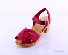 Betty :: Moheda wood and leather Consideration, Leather Sandals, My Style, Wood, Shoes, Fashion, Moda, Shoe, Woodwind Instrument