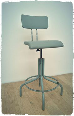 Chaise d'Atelier Vintage Style Flambo BAO Biénaise via OOMPA. Click on the image to see more! Vintage Style, Vintage Fashion, Bao, Stool, Image, Furniture, Home Decor, Chairs, Atelier