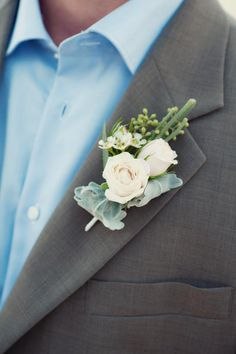 Spray roses and dusty miller for the vintage-looking boutonniere