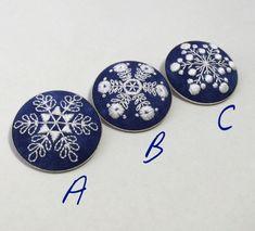【受注制作】雪の結晶の手刺繍のブローチ