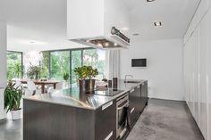 """22 gilla-markeringar, 1 kommentarer - Magnusson Mäkleri (@magnussonmakleri) på Instagram: """"Köksinspiration från Mosstorpsvägen 39A Täby. #mäklare #kitchendesign #kitchen #kitcheninspo #kök…"""""""