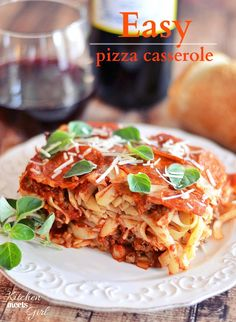 Looking for comfort food? Then try this Easy Pizza Casserole - the whole family will love it! #recipes #pasta #casserole