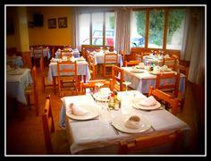 Les restaurants avec un bon prix, etaient toujours enmuebles comme en cette foto, ils etaient bien presentés et organisés mais pas en exès, sans beaucoup de glamour