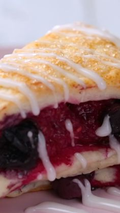 Easy Strawberry Cheesecake Bars - perfect for feeding a crowd at picnics, BBQ's and potlucks. Just a few ingredients and little time to whip up this tasty dessert. Mango Dessert Recipes, Delicious Desserts, Cake Recipes, Yummy Food, Strawberry Cheesecake Bars, Strawberry Desserts, Strawberry Pretzel, Cheesecake Bites, Banana Split Dessert