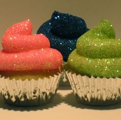 We have found some glittery cupcakes that anyone will love! It took some digging, but here are some edible glitter cupcakes that will shine on any kind of event. Glitter Frosting, Glitter Cupcakes, Cupcake Frosting, Cute Cupcakes, Cupcake Cookies, Bling Cupcakes, Flavored Cupcakes, Cherry Frosting, Blue Frosting
