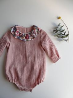 Home Image of Ancien prix Barboteuse col liberty Knitting Dolls Clothes, Knitted Baby Clothes, Doll Clothes, Dresses Kids Girl, Girl Outfits, Girls Knitted Dress, Baby Girl Patterns, Baby Couture, Baby Dress